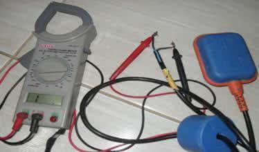 Problemas com a boia elétrica -  Encoste um terminal em cada um dos fios