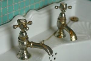 TORNEIRA de lavatório. Como INSTALAR a torneira?