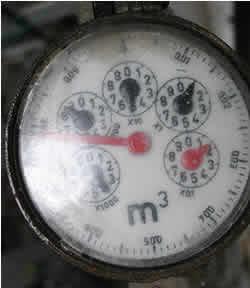 affdfd806b8 HIDRÔMETRO  Como instalar o relógio de água  - FazFácil