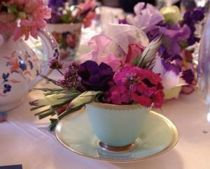 Decoração de mesas com flores, para festas e jantares!