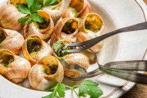 Boas Maneiras: Como Servir e Comer Alguns Alimentos