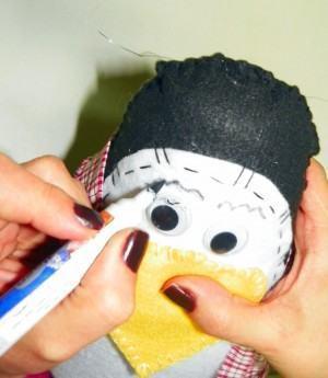 Pinguim de Feltro, sobrancelhas