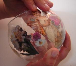 Découpage em vidro  -   colando