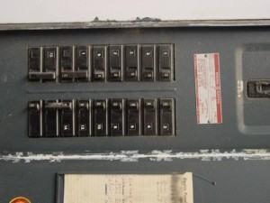 Como funciona a rede de distribuição eletrica de uma casa?