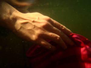 tecidos sintéticos:lavar à mão