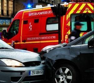 bombeiros em acidente de carro
