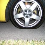 Como trocar um pneu furado?