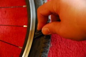 Consertando o pneu furado da bike!