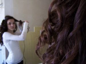 Como modelar seus cabelos - Escova no cabelo