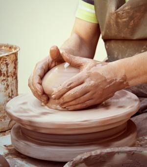 Amassar argila – Como preparar a argila para o trabalho?