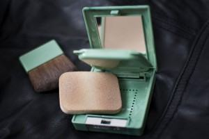 Maquiagem diária: o pó e o batom, como usar bem