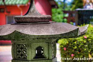 Jardim Oriental - lanterna-pedra