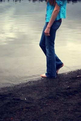 Caminhar para ser saudável - caminhando descalço