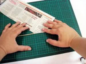 Cesto feito com papel jornal - os rolos lll