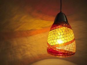 Luminária com mosaicos transparentes!