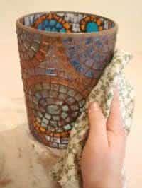 candelabro em mosaico com velas limpeza