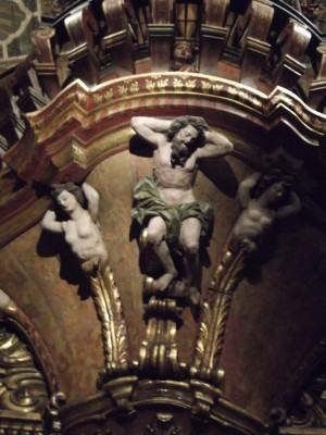 Técnica da escultura em Madeira! Baixo e alto relevo.