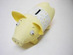 Cofrinho e porquinho de Garrafa Pet e papel machê
