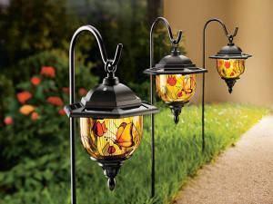 Luminárias no jardim! Iluminar é valorizar o ambiente.