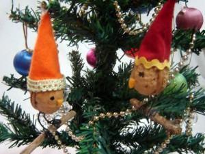 Enfeite de Natal – Pingente: pássaro feito com casca de noz