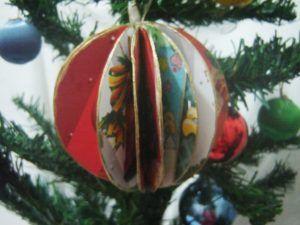Enfeite de Árvore de Natal Tridimensional em Cartolina