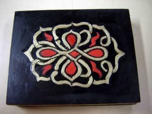 Caixa com nó Celta em madeira ou M.D.F.