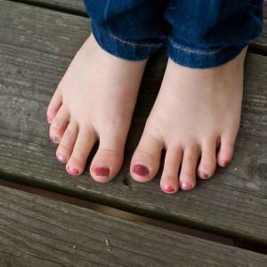 Como tirar manchas do esmalte de unhas de tecido jeans!