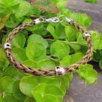 Diferentes versões para fazer pulseiras trançadas à mão