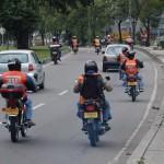Dirigindo entre carros e motos – evitando acidentes!