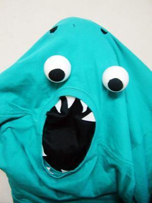 Fantasia de Carnaval Improvisada com camiseta – monstrinho!