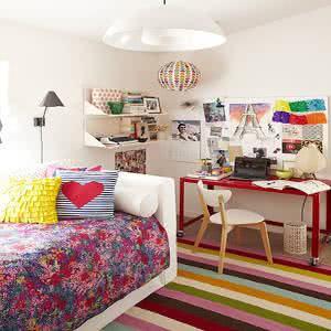quarto adolescente colorido