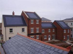 prédios com painéis solares