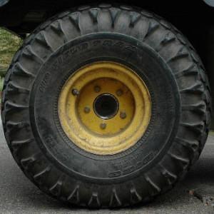manutenção de pneu de caminhão