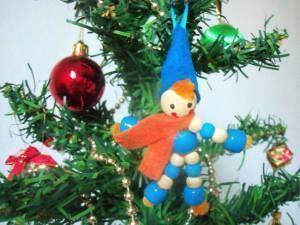 Boneco de Natal Feito com Contas de Madeira