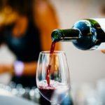Vinhos sem Complicação: Etiqueta na Hora de Beber