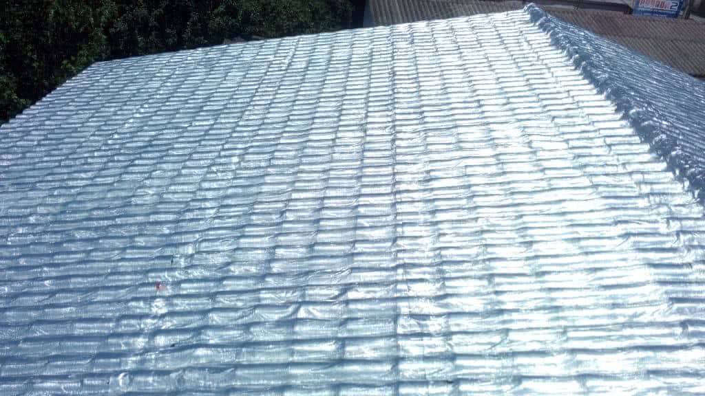 b1374cdbe1 Para Que Serve a Manta de Alumínio do Telhado  - FazFácil