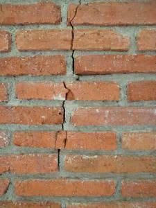 rachadura tijolos