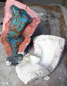 abrindo molde gesso