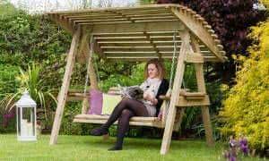 balanço madeira jardim