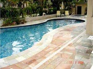 deck de pedra piscina