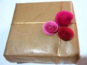 Rosas de Papel para Enfeitar Presentes