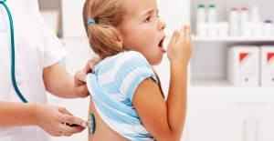 menina doente pediatra