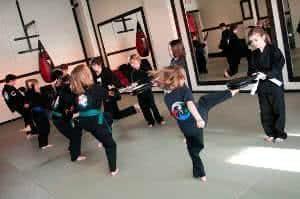 aula artes marciais crianças