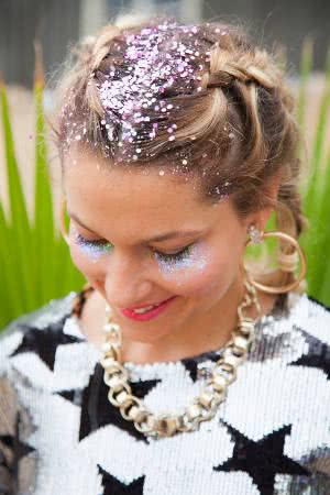moça loura glitter