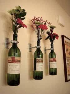 garrafas parede flores