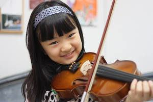 menina violino musica instrumento