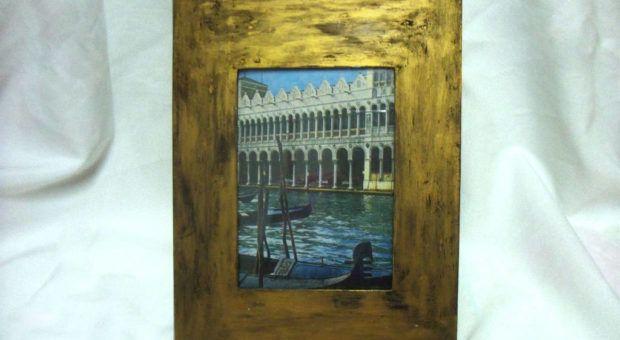 Porta-Retrato com Pátina Dourada