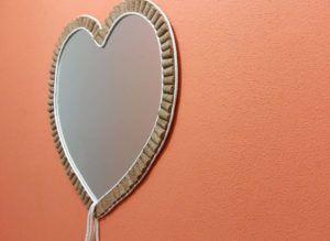 Espelho de Coração com Moldura de Rolhas