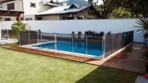 piscina cerca de proteção