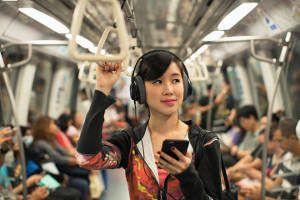 moça metrô hedaphones